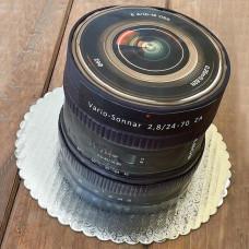 Торт с объективом камеры