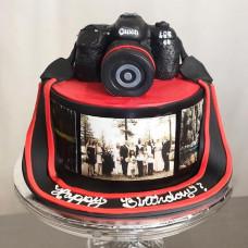 Торт с фотоаппаратом и съедобной фотографией