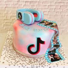 Торт с наушниками для девочек