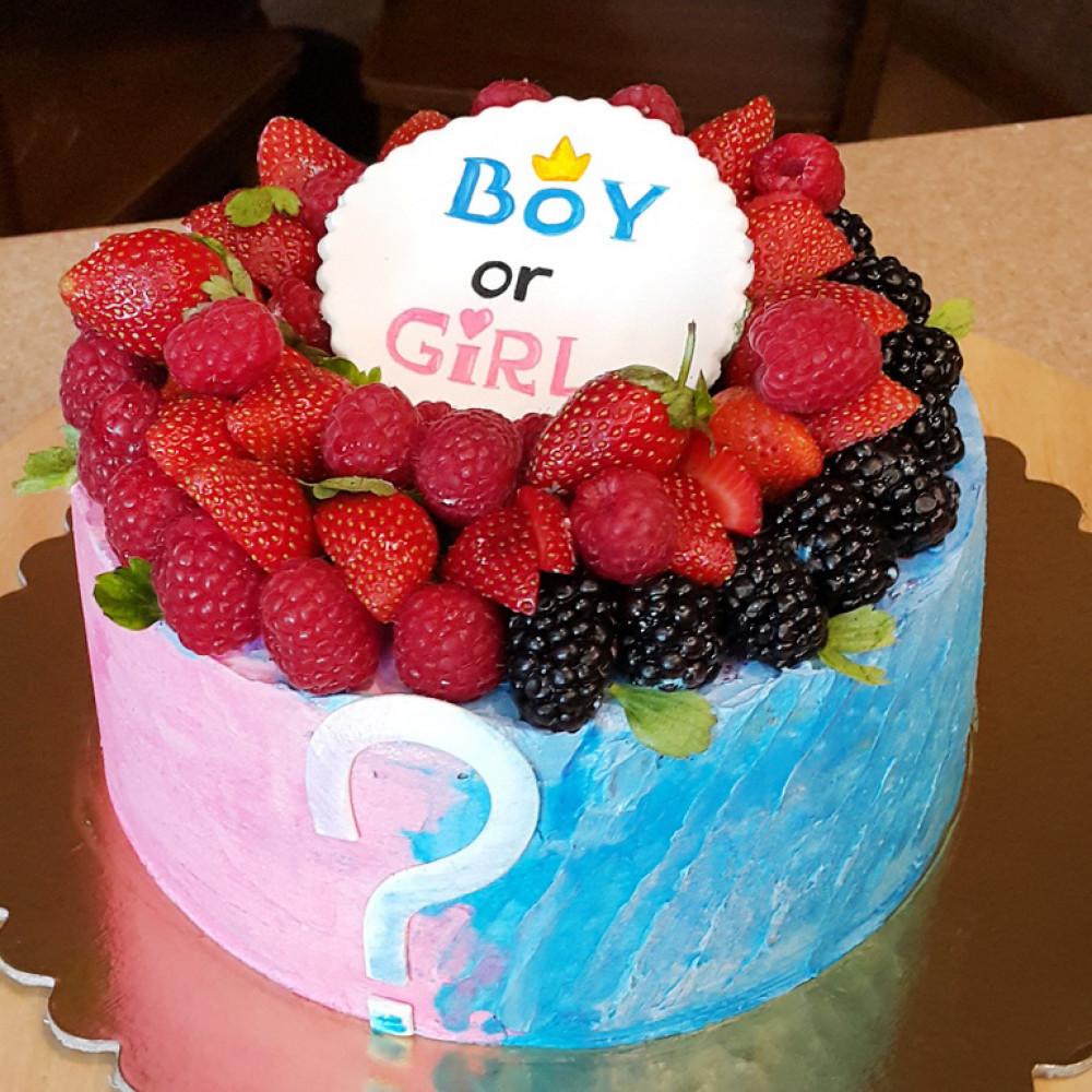 Торт на определение пола с ягодами