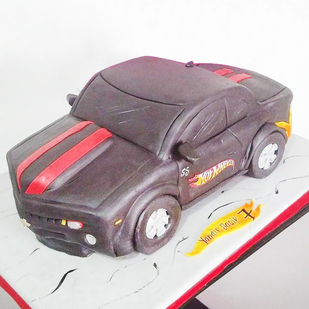 Торт в виде машины из Хот Вилс