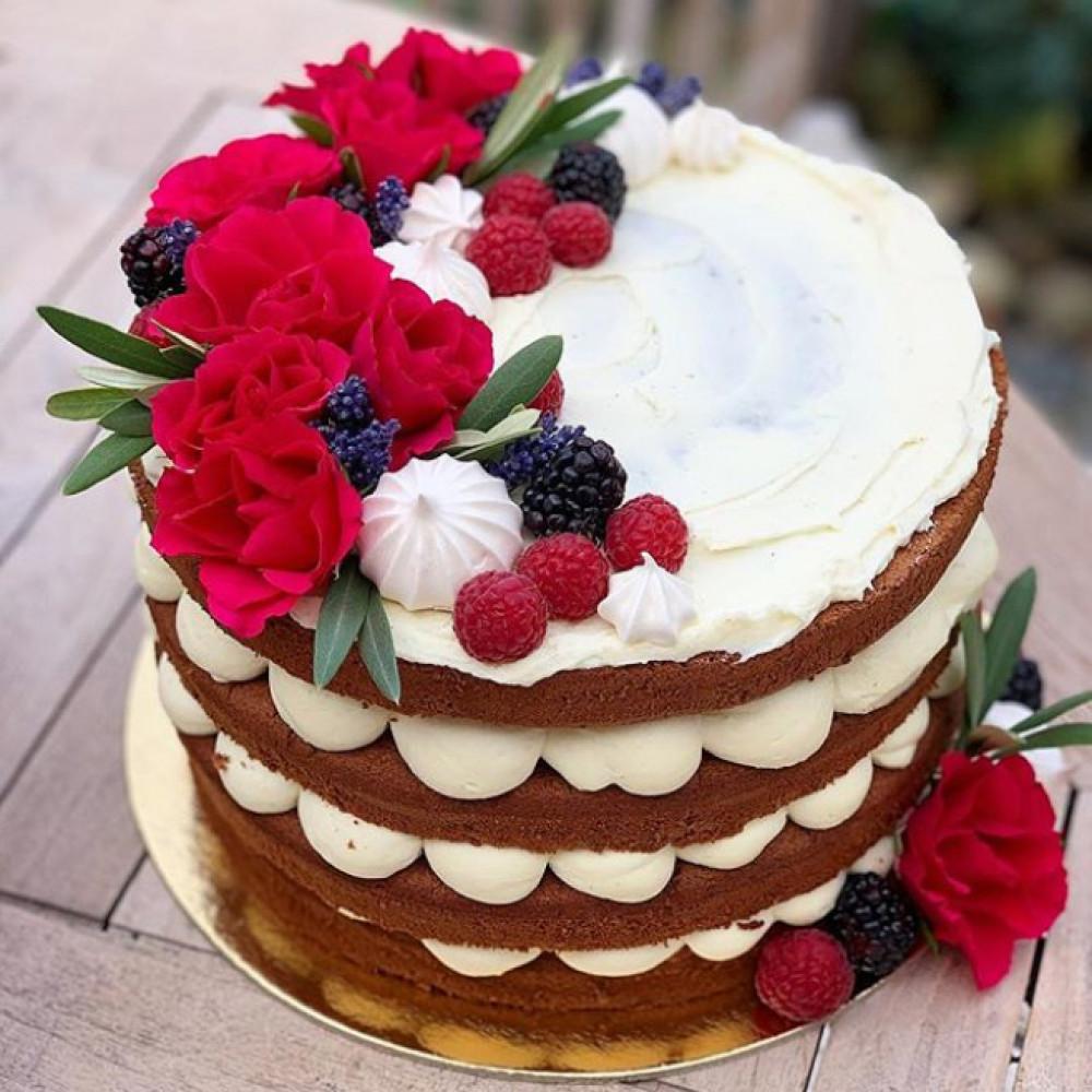 Открытый торт с ягодами для аллергика