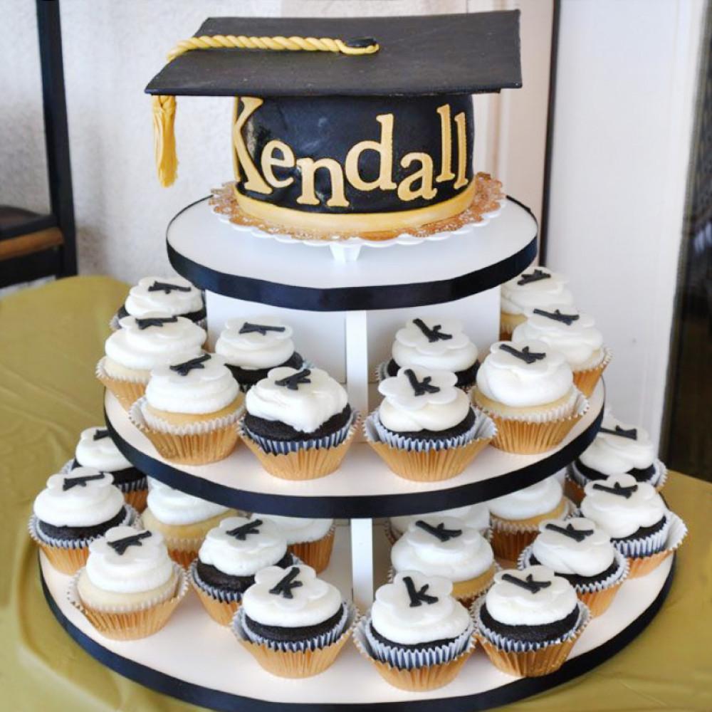 Торт с капкейками на выпускной из ВУЗа