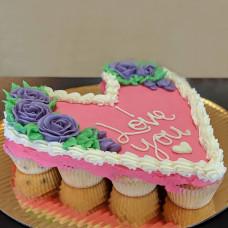 Торт из пирожных в форме сердца