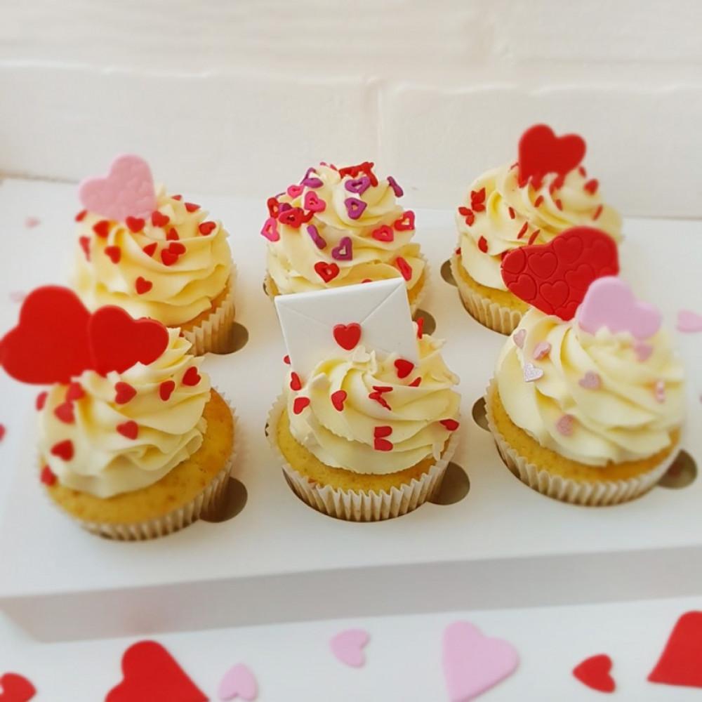 Капкейки на 14 февраля с сердечками