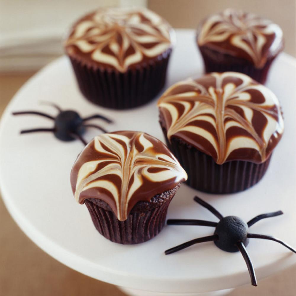 Капкейки с пауками и паутиной к Хэллоуину