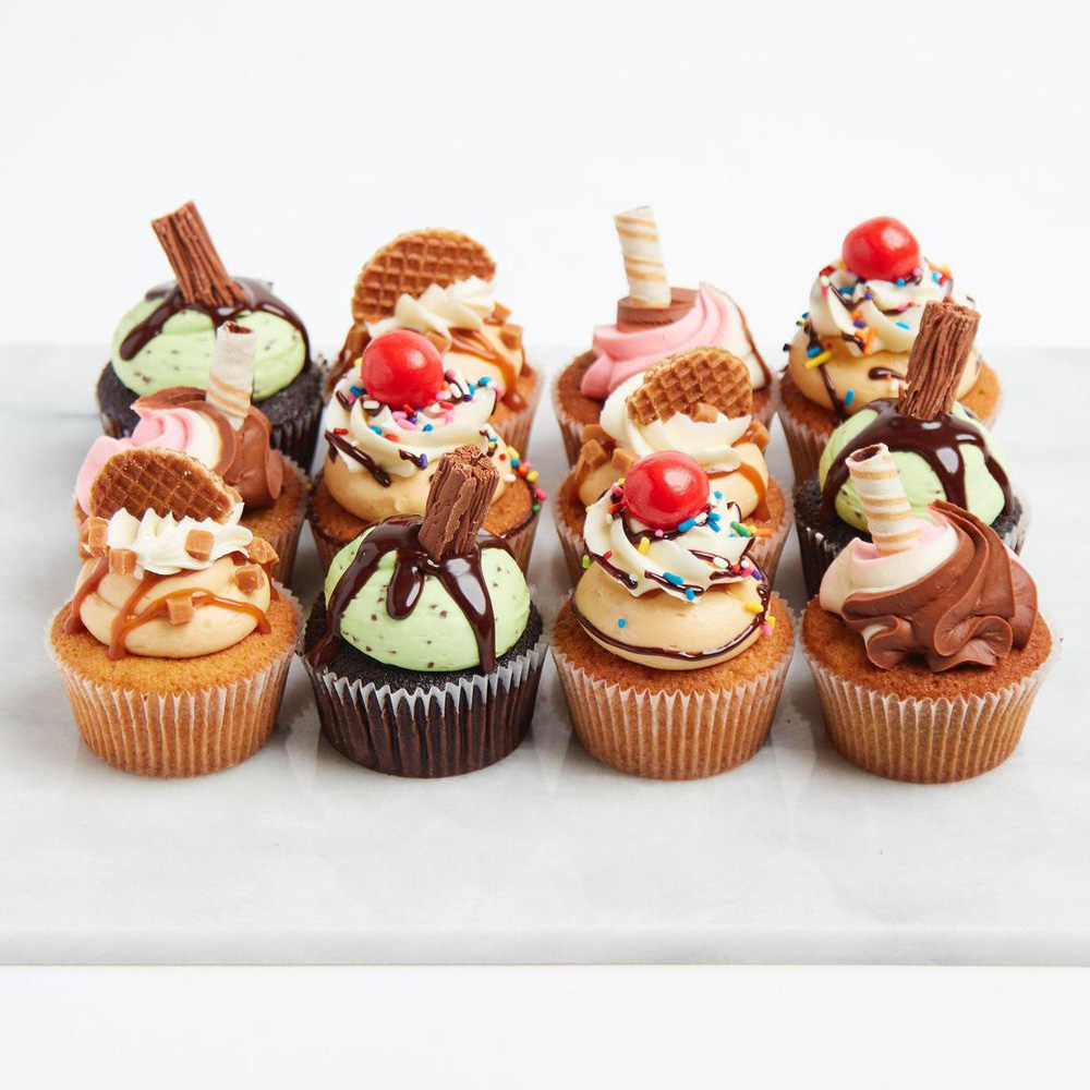 Капкейки с печеньем и шоколадками на свадьбу