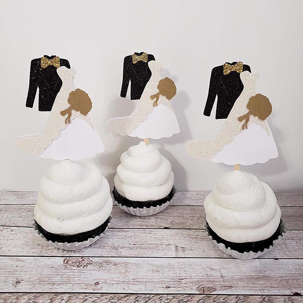 Капкейки с фигурками жениха и невесты