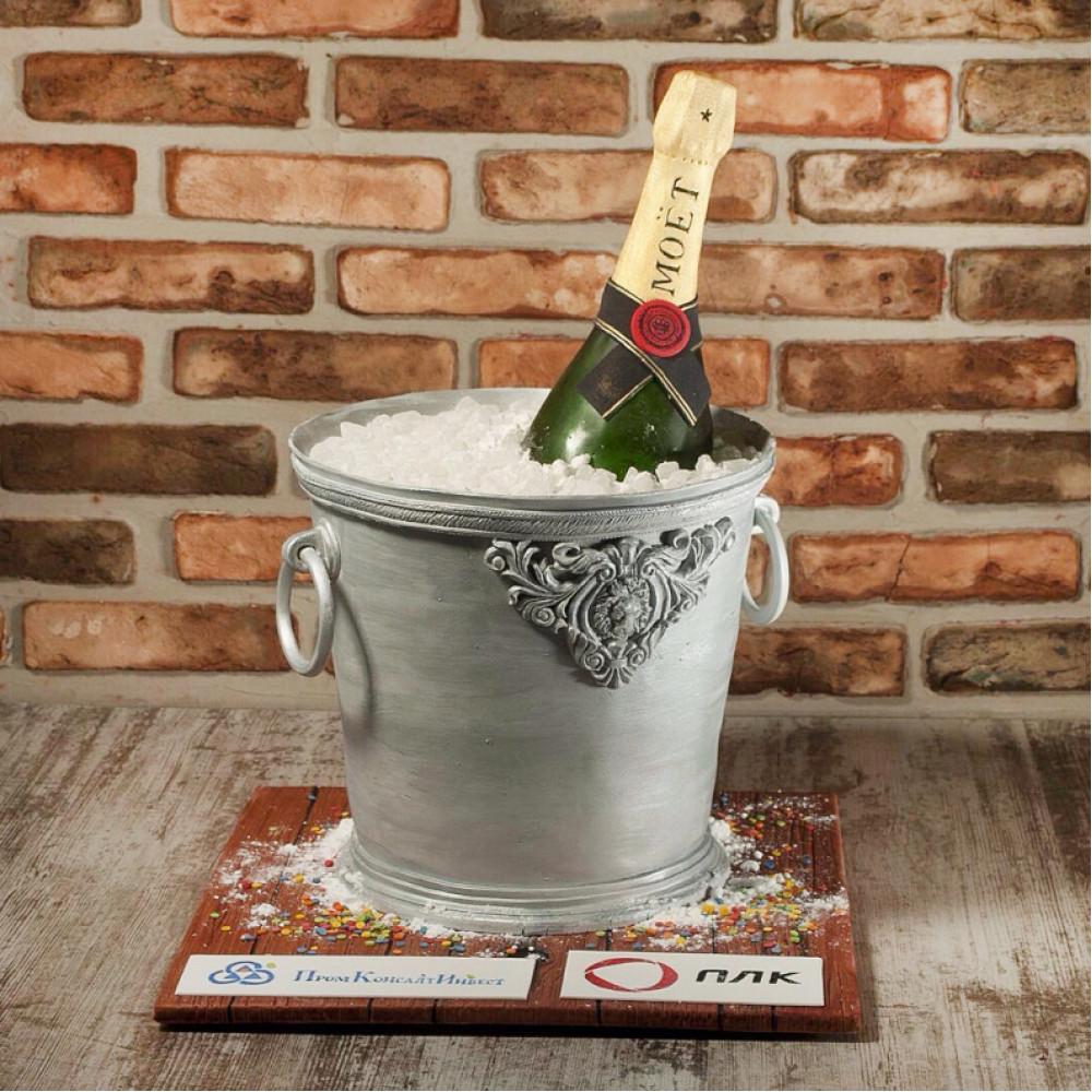 Торт на корпоратив с бутылкой шампанского