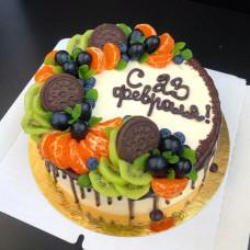 Торт на 23 февраля с ягодами и фруктами