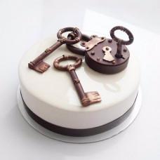 Торт с ключиком от новой квартиры