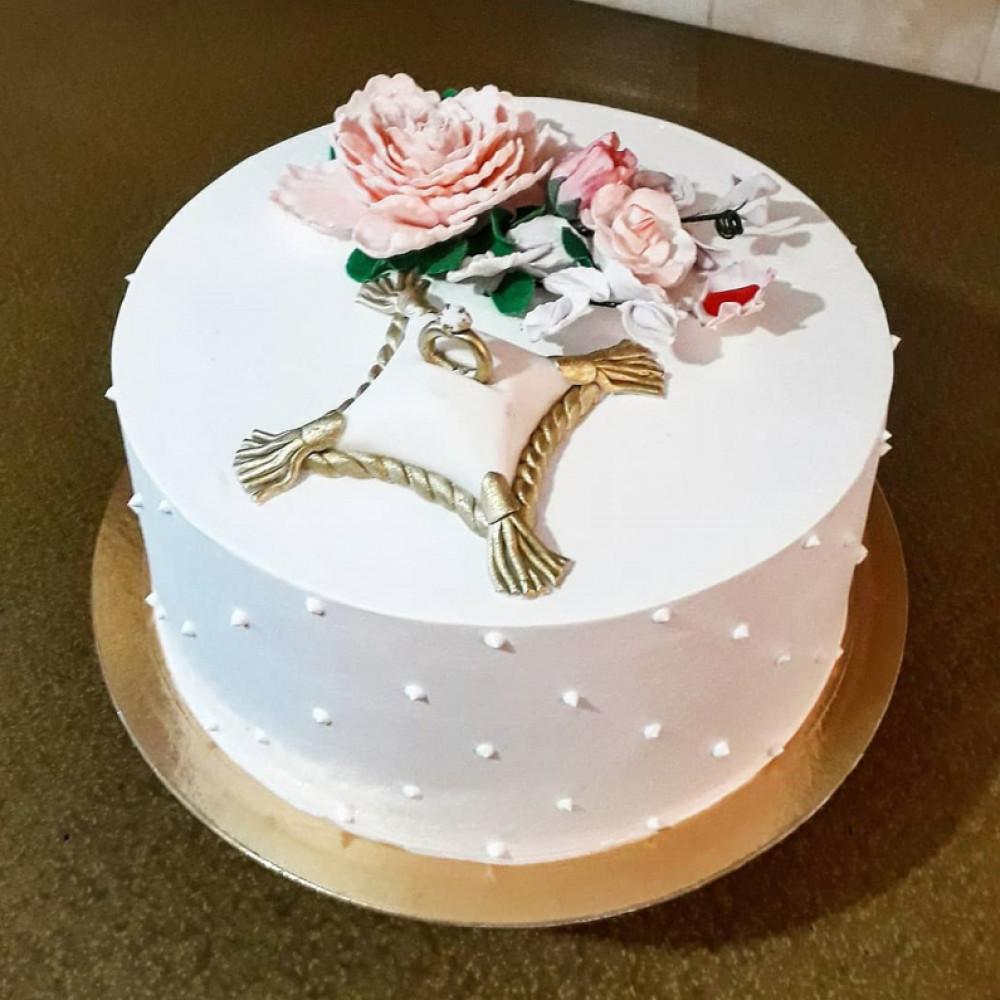 Красивый торт на помолвку