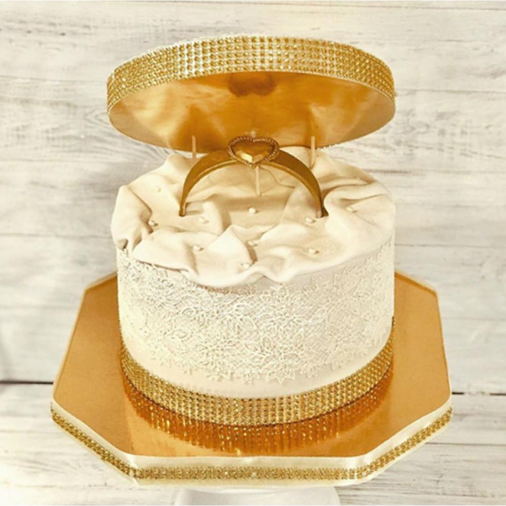 Торт с кольцом на помолвку