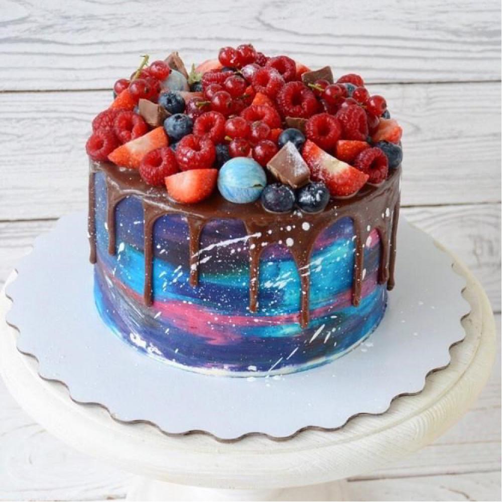 Торт Космос с ягодами