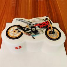 Торт в виде мотоцикла