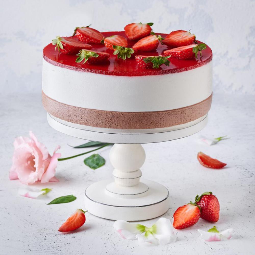 Торт творожно-йогуртовый с клубникой