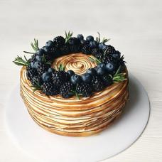 Блинный торт с ягодами и фруктами