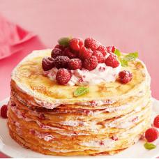 Малиновый блинный торт