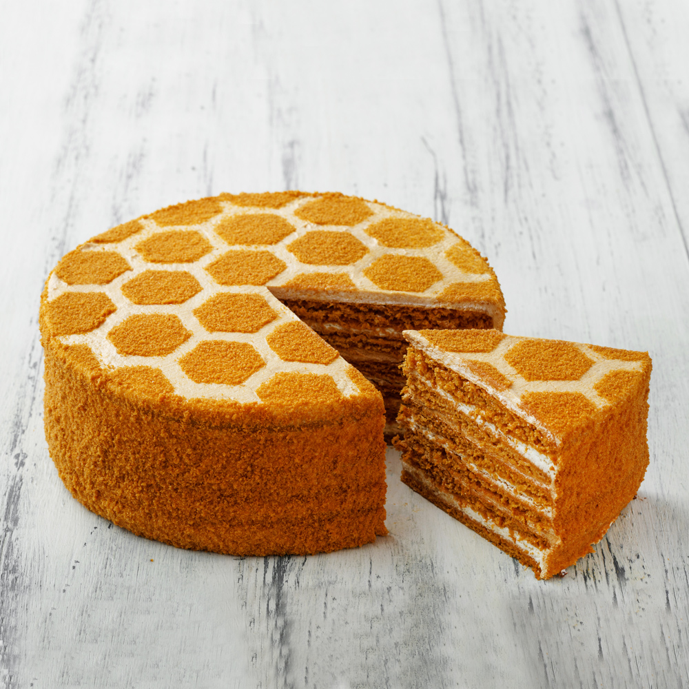 Песочно-медовый торт «Медовик» со сгущенкой