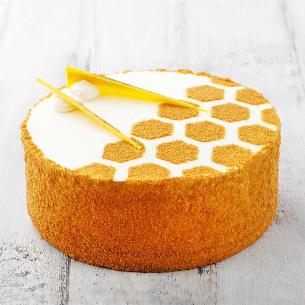 Песочно-медовый торт со сливками