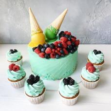 Торт с рожком от мороженого и ягодами