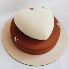 Муссовый торт в форме сердца