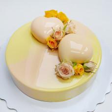 Желтый муссовый торт
