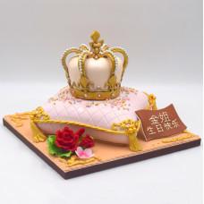 Торт в виде подушки с короной