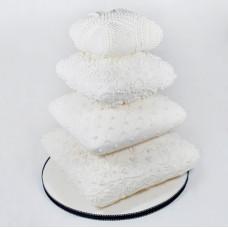 Торт в виде подушек на свадьбу
