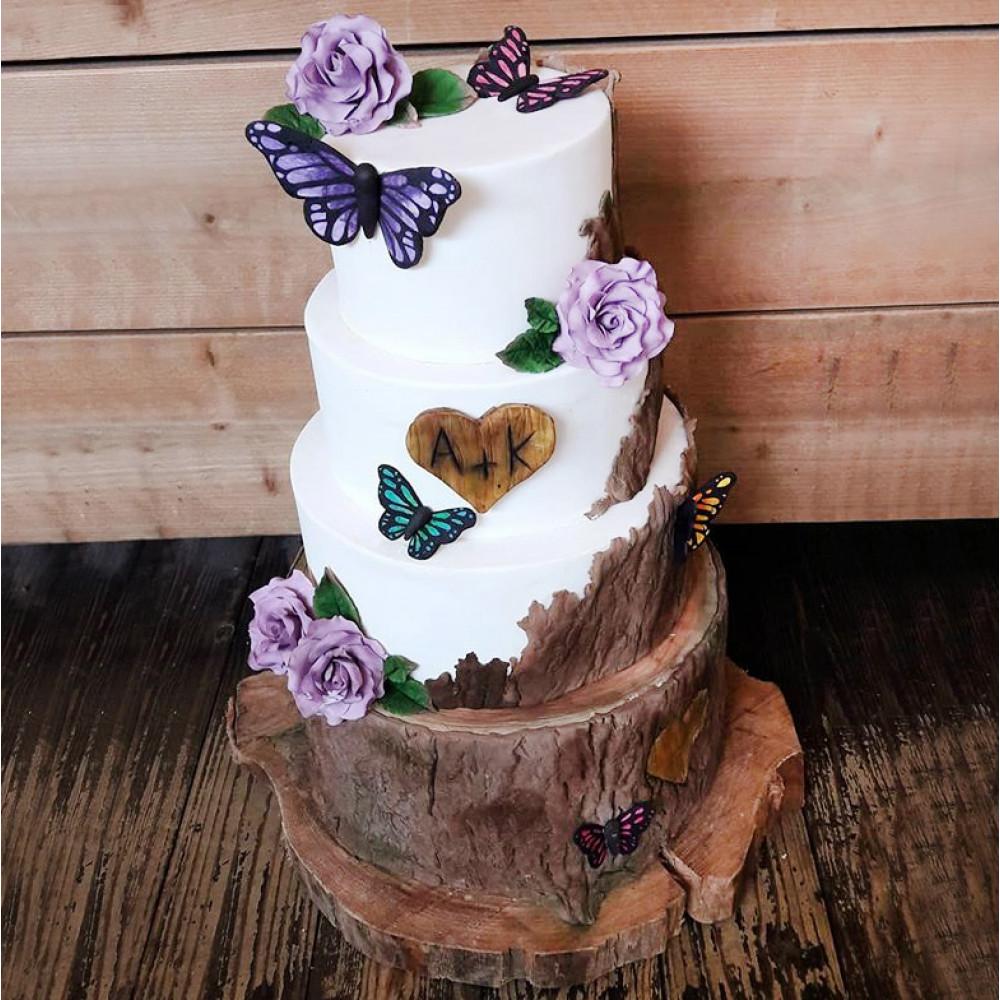 Свадебный торт с бабочками и цветами