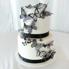 Белый свадебный торт с черными бабочками