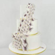 Свадебный торт с бабочками из мастики