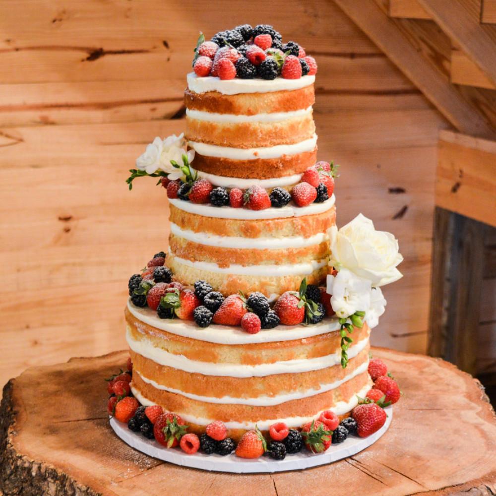 Свадебный торт с фруктами без мастики