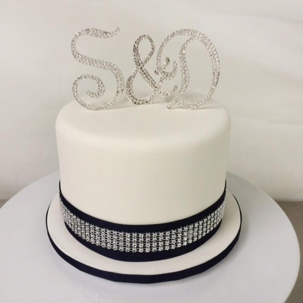 Свадебный торт с инициалами жениха и невесты