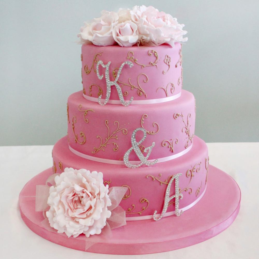 Свадебный торт с инициалами имен молодоженов