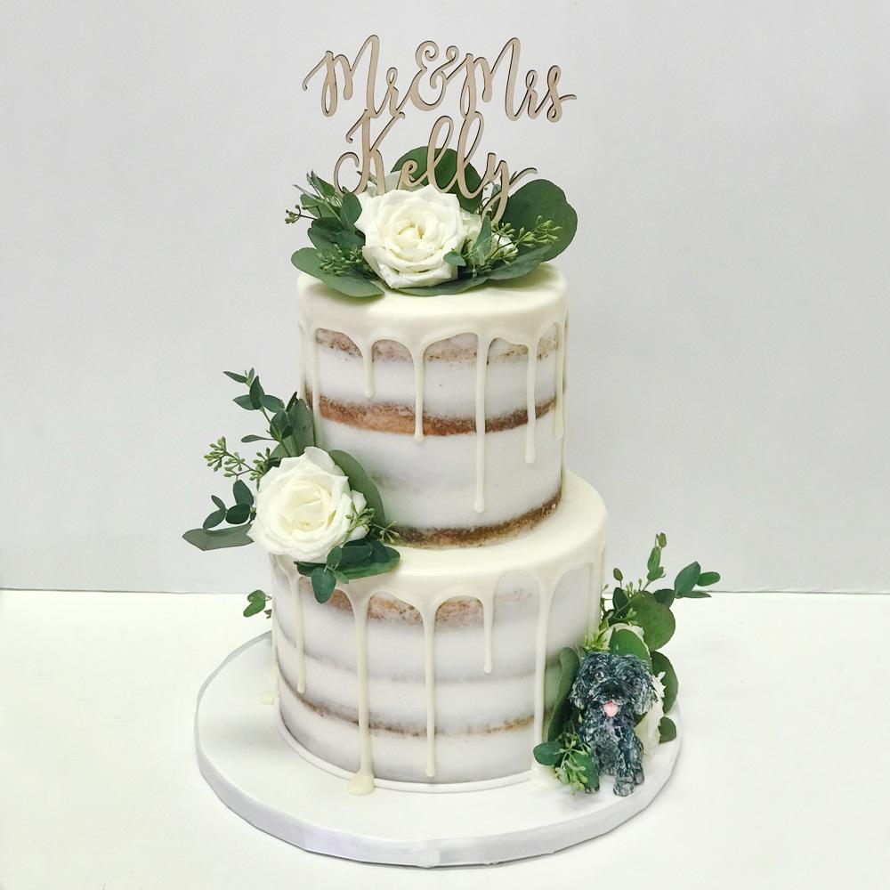 Открытый торт с инициалами на свадьбу