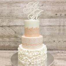 Торт с инициалами, рюшами и кружевом на свадьбу