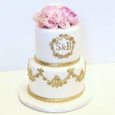 Свадебный торт с инициалами молодоженов