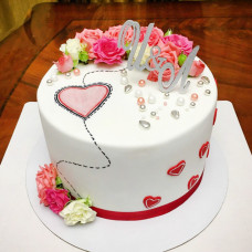 Свадебный торт с инициалами наверху