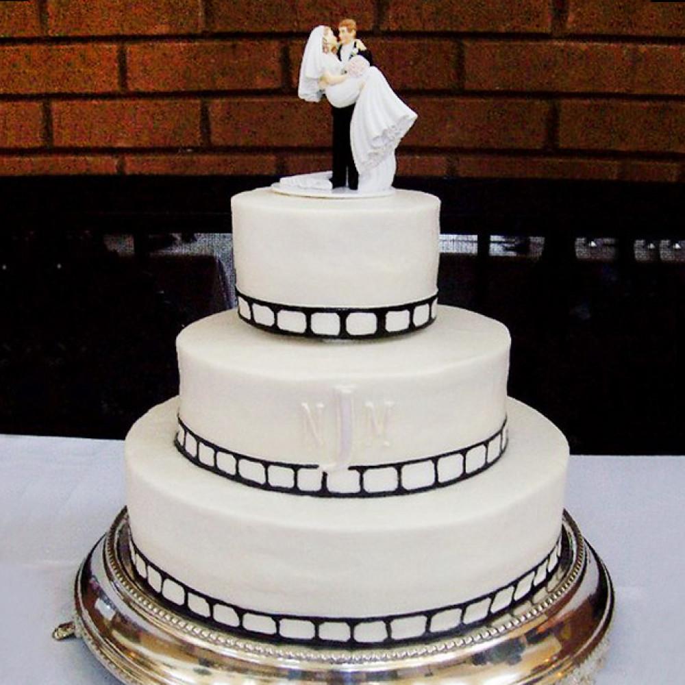 Свадебный торт с инициалами на тему кино