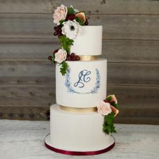 Свадебный торт с инициалами жениха