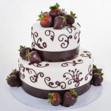 Свадебный торт с ягодами клубники