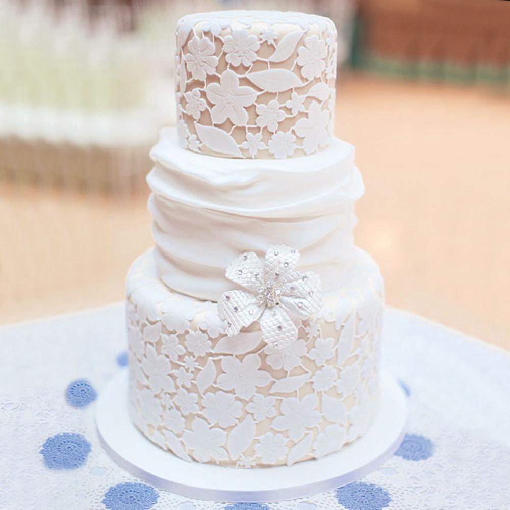 Кружевной торт на свадьбу