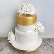 Двухъярусный торт с кружевом