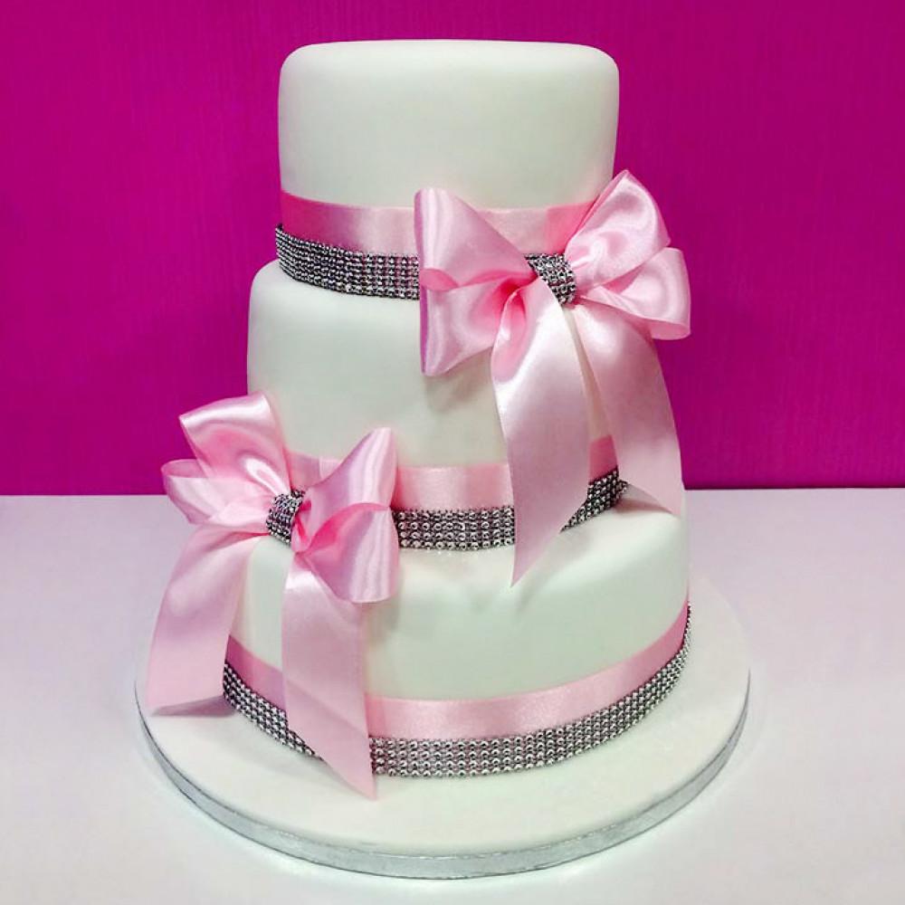 Свадебный торт с розовыми бантами и лентами
