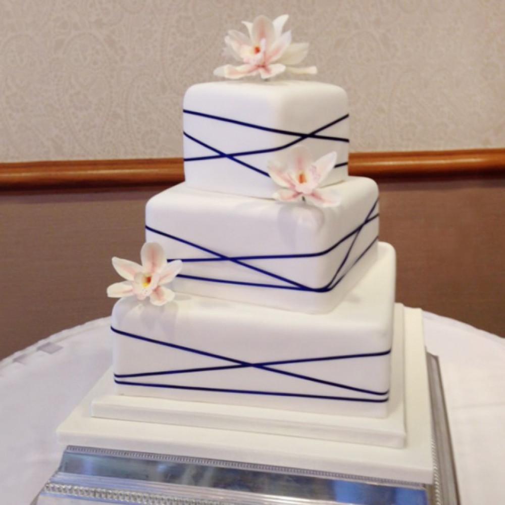 Свадебный торт с ленточками