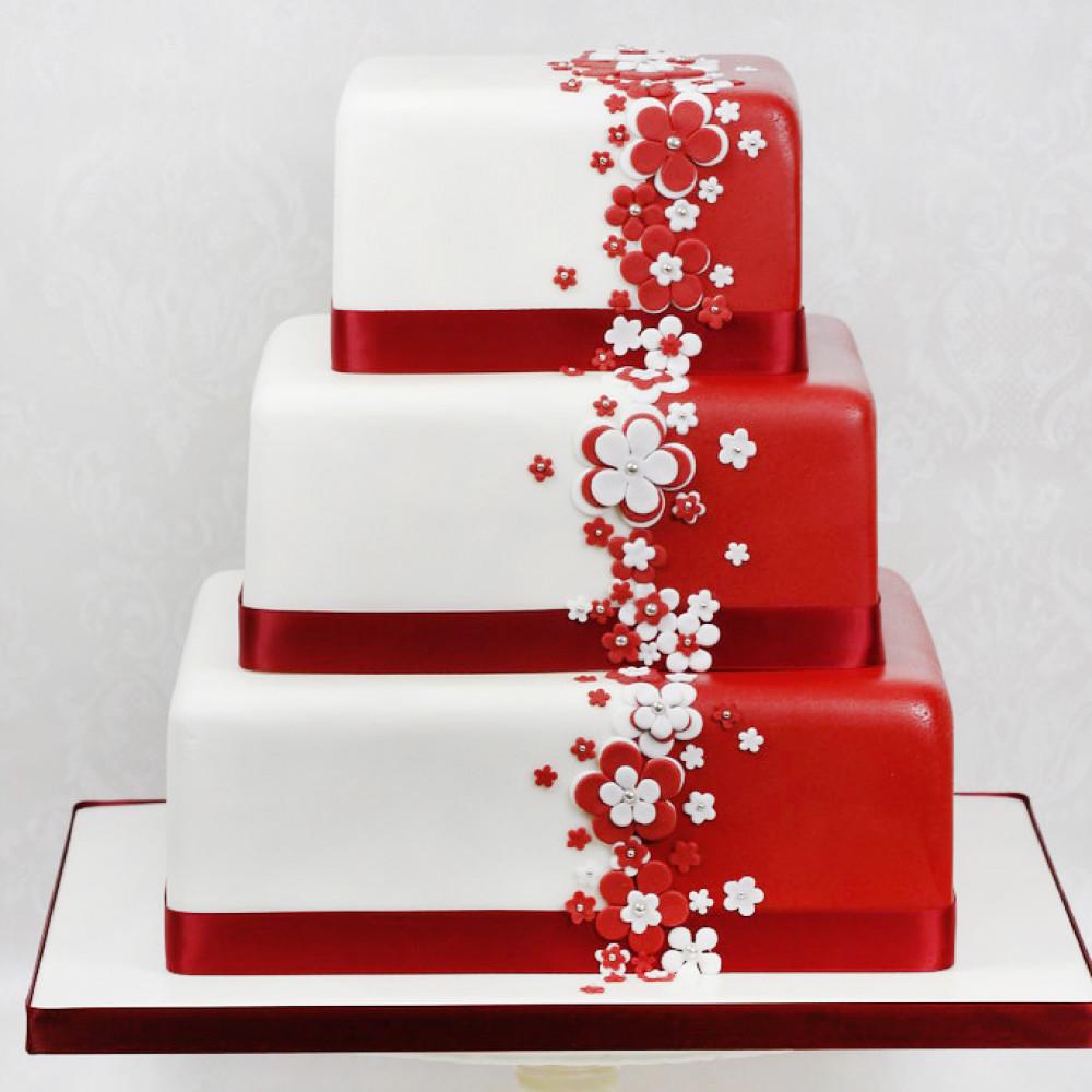 Бело-красный торт на свадьбу с лентой