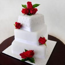 Свадебный торт с серебренными лентами