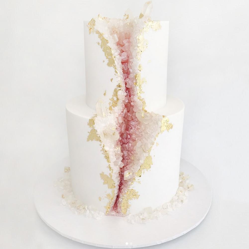 Свадебный торт в виде минерала
