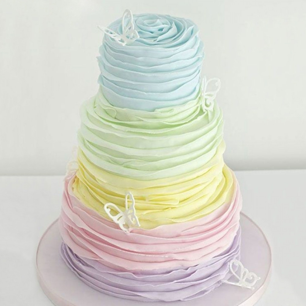 Свадебный торт с омбре и бабочками